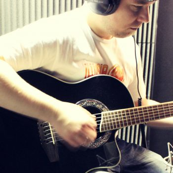Recording acoustic guitar layers with Neumann TLM 103