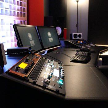 Zaor Onda Angled desk with Avid Eleven Rack, Kemper Profiling Amp