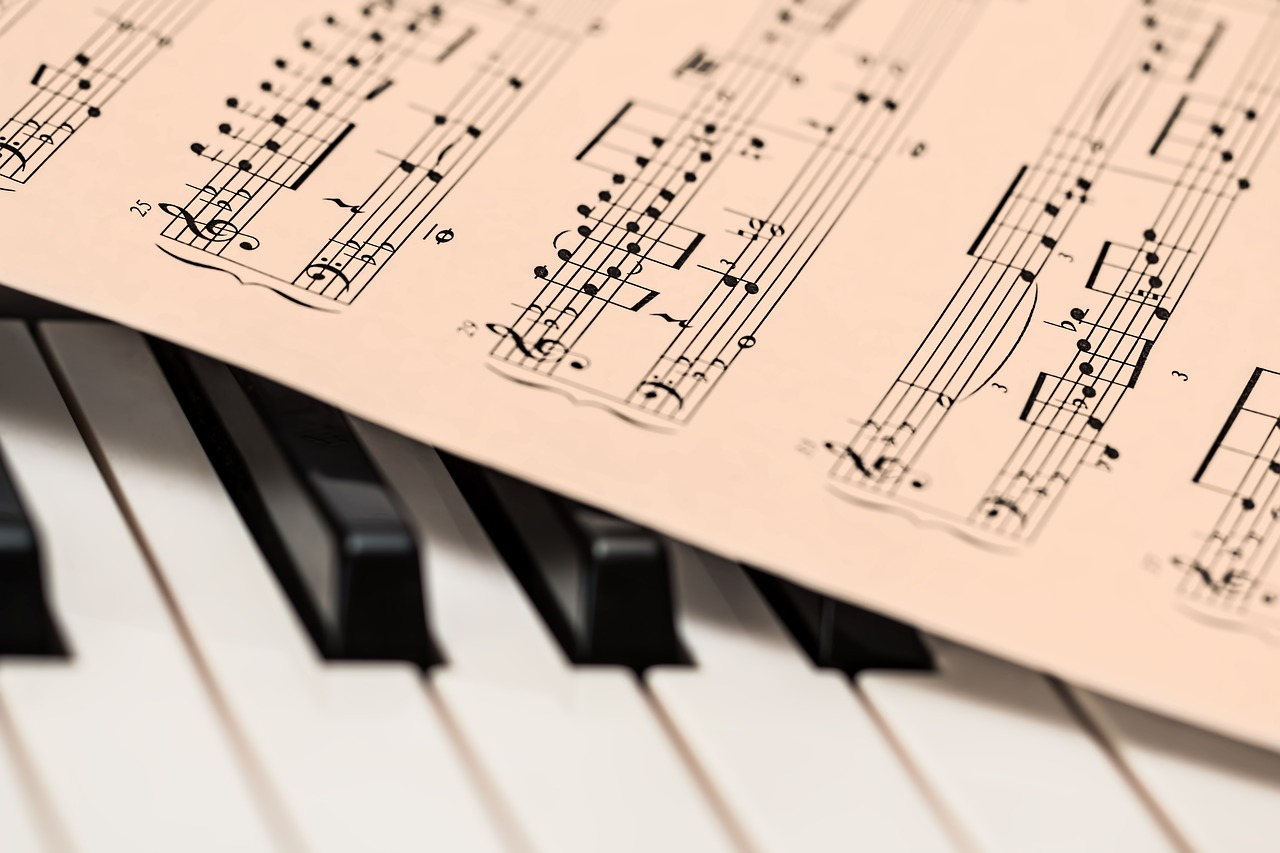 Katalogimusiikki vai tilaussävellys – musiikkia moneen tarpeeseen!